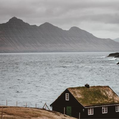 Faroe Islands hut by beach - Îles Féroé