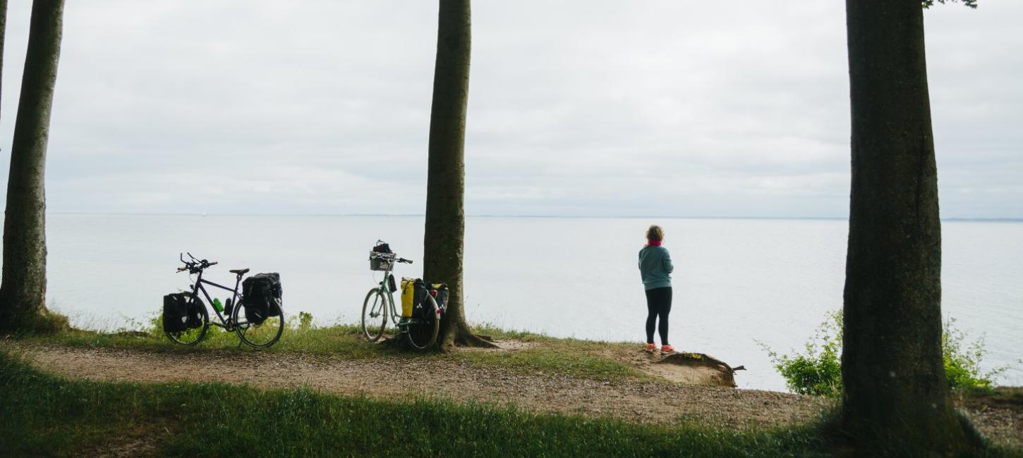 A woman enjoying the view in South Jutland during a pitstop along the N8 bike route